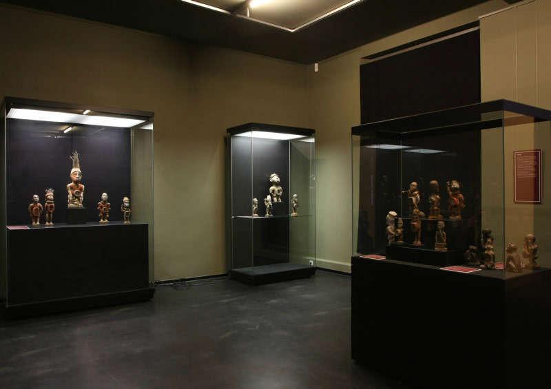 MINKISI-Skulpturen-vom-unteren-Kongo-GRASSI-Museum-für-Völkerkunde-zu-Leipzig-1