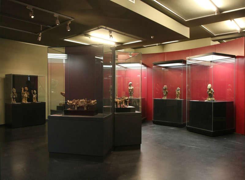 MINKISI-Skulpturen-vom-unteren-Kongo-GRASSI-Museum-für-Völkerkunde-zu-Leipzig-7