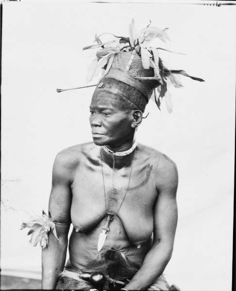 Ayana, an Abaramba woman. Notice the small knife she is wearing around the neck. Photographed by Herbert Lang in Poko, August 1913. (Image courtesy of the American Museum of Natural History, #225094)
