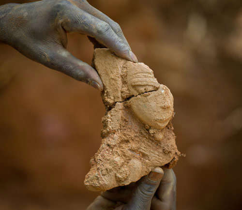 Nok sculpture - Fragment of a human torso, Terracotta, 1000 BC Reference Dogon Daji in Nigeria, excavation in 2011. Photo courtesy of Goethe University Frankfurt.