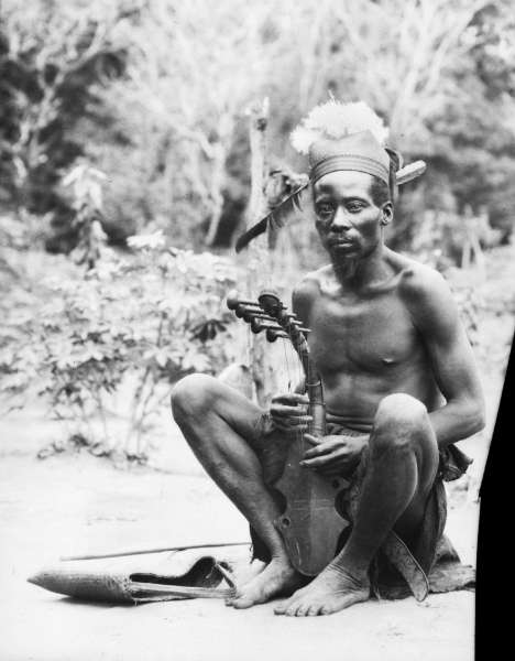 An Azande playing a harp. Photographed by Herbert Lang in Bafuka's village, March 1913. (Courtesy of the American Museum of Natural History, #224095)
