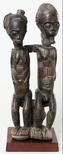 Seated couple. Baule, Ivory Coast. Height: 43 cm. Image courtesy of The Barnes Foundation (A276).