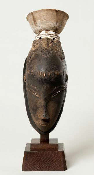 Mask. Guro, Ivory Coast. Height: 32,5 cm. Image courtesy of The Barnes Foundation (A106).