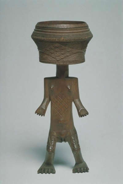 Mbuun cup. Height: 20,5 cm. Image courtesy of the MAS (#AE.0281).
