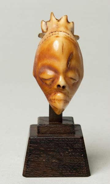 Pendant (ikhoko). Pende, D.R. Congo. Height: 6,4 cm. Image courtesy of The Barnes Foundation (A133).