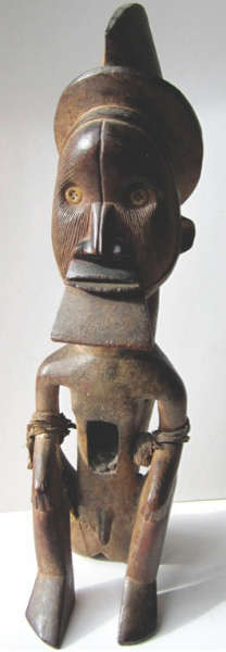 Teke figure. Height: 36 cm. Sold for € 198,000 (premium included) by Hôtel des Ventes Victor Hugo (Dijon) on 9 February 2014.