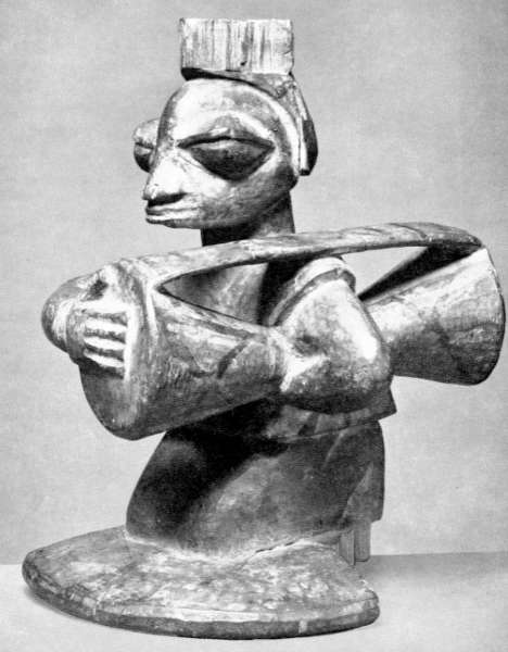 Yoruba agere ifa featuring a drum player. Height: 18,5 cm. Collected by Leo Frobenius in 1912. Image courtesy of the Ethnologisches Museum (SMPK), Berlin, Germany (III C 27097).