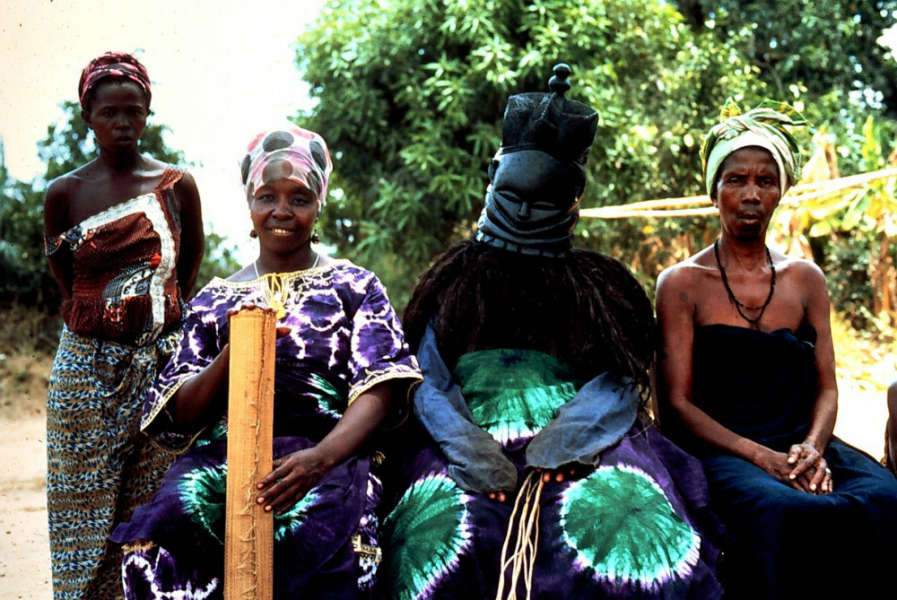 A sowei in costume with attendants, Njahindama, Kakua, Bo, Sierra Leone. Photo courtesy of Ruth Phillips.