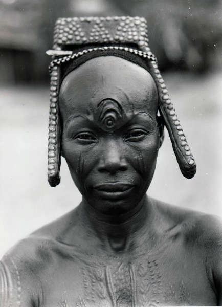 Africa | Bakutu woman. Tshuapa, Bodende, Belgian Congo (today, the Democratic Republic of Congo) | C. Lamote. ca. 1957