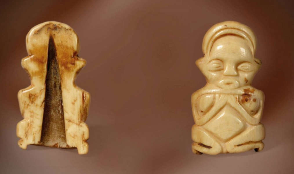 Hungana pendant. Height: ca. 8 cm.