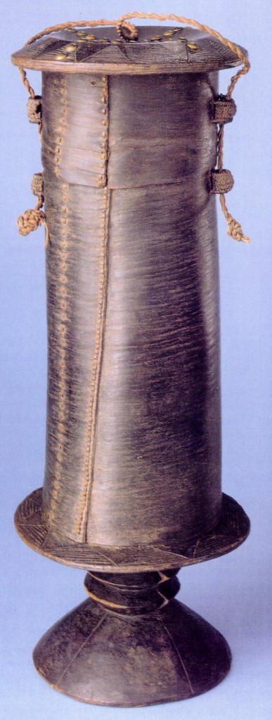 Mangbetu bark box. Height: 36,2 cm. Gift of King Leopold to the AMNH in 1907. Image courtesy of the American Museum of Natural History.