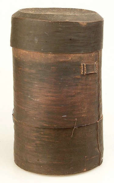 Mangbetu or Zande bark box. Height: cm. Image courtesy of the Collection Museum Volkenkunde, Leiden, The Netherlands (#2668-24).