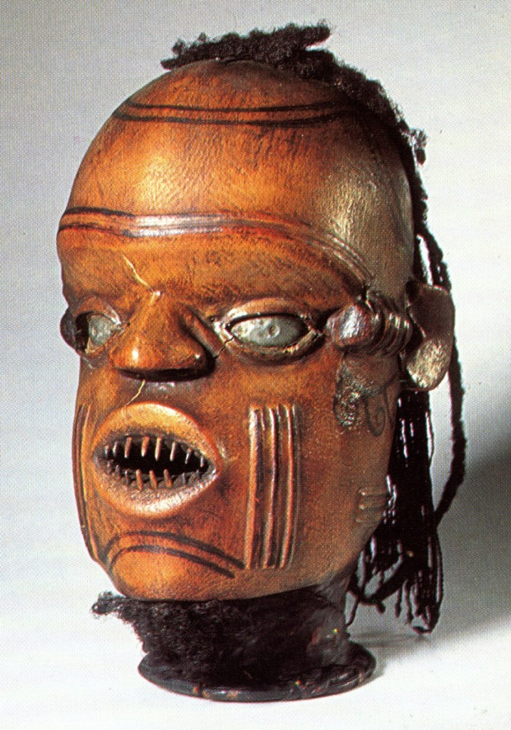 Keaka headdress. Image courtesy of the Linden Museum Stuttgart. Staatliches Museum für Völkerkunde, Stuttgart, Germany (#33.286). Height: 29 cm.