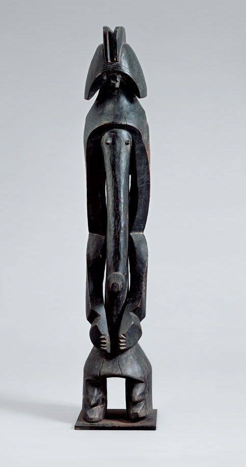 Mumuye figure. Height: 99 cm (including base). Image courtesy of the Fondation Beyeler.